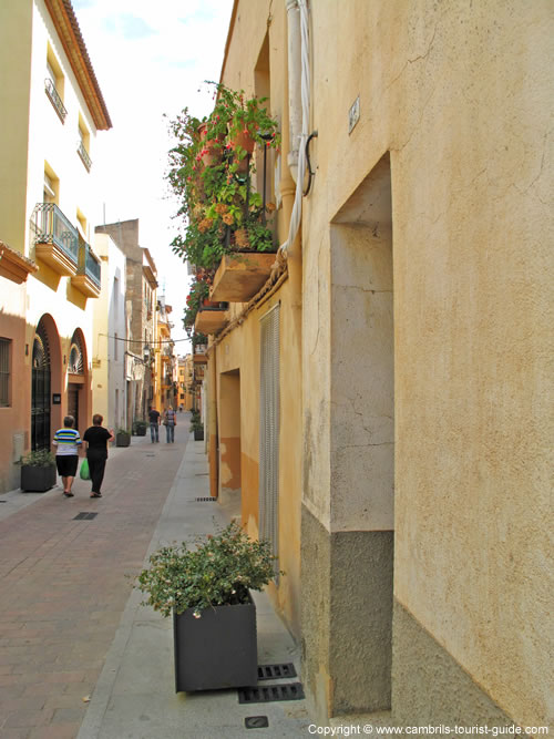 a photo tour of cambrils old town  images of historical